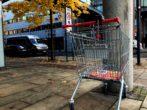 un caddie au supermarché fait des dégats