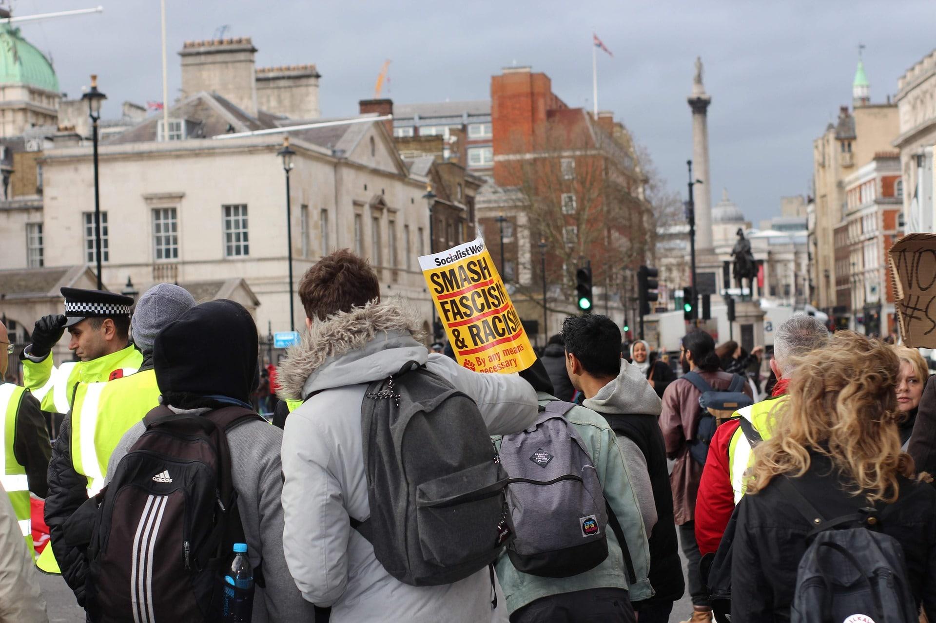 Fraude à l'aide sociale les jeunes socialistes indignés